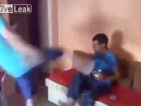 Filmarea socanta din Romania care a ajuns pe internet. Un tata isi loveste fiul cu piciorul in cap