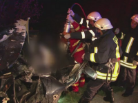 Accident soldat cu trei morti si un ranit grav, in Bacau. Masina in care se aflau s-a izbit puternic de un cap de pod