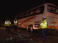 Un mort si trei raniti dupa ce autocarul in care se aflau artisti ai Operei din Constanta a fost lovit de o masina
