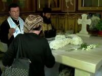 Sute de pelerini au mers la Manastirea Dervent. Toti au vrut sa atinga o cruce despre care se spune ca vindeca bolile
