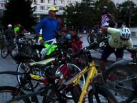 Tot mai multi romani se relaxeaza pe biciclete dupa munca. In toata tara nu sunt insa mai mult de 200 de km de piste