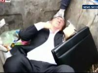 Un parlamentar ucrainean din partidul fostului presedinte Viktor Ianukovici, aruncat intr-un tomberon de protestatari. VIDEO