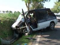 Cinci oameni au ajuns la spital dupa ce soferul unui microbuz a pierdut controlul si s-a rostogolit pe sosea in Tulcea