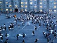 O bataie cu perne s-a transformat in macel. Imagini incredibile cu cadetii celei mai prestigioase academii militare din SUA