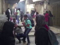 Violente la Ierusalim. Politistii israelieni, atacati cu pietre si artificii de mai multi tineri palestinieni