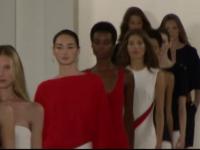 Ralph Lauren si-a prezentat noua colectie la New York. Designerul s-a inspirat din moda Rivierei Franceze
