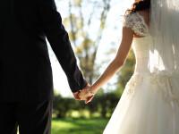 Acest cuplu a ajuns la altar dupa 22 de ani de logodna: