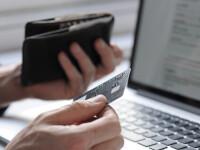 Un roman din doi nu stie care e diferenta dintre un card de credit si unul de debit. Ce raspunsuri au dat oamenii
