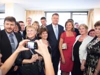Presedintele Klaus Iohannis a dat autografe romanilor din SUA, dar a fost si criticat. Ce cadouri a primit Carmen Iohannis