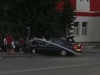 O femeie a fost ucisa pe trotuar in Bacau, dupa ce un sofer baut a derapat. Fetita victimei a fost ranita. FOTO