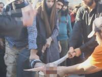 I-au taiat mana cu un iatagan in fata unei multimi insetate de sange. Ororile comise de teroristii ISIS