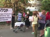 Protest la Botosani, dupa moartea unui bebelus in conditii suspecte: \