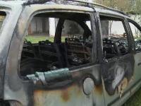 Un barbat a fost gasit carbonizat in propria masina. In biletul de adio a scris ca nu mai suporta durerile de la hemoroizi