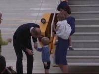 Ducele si ducesa de Cambridge, vizita oficiala in Canada. Printul George a uitat sa il salute pe premierul Trudeau