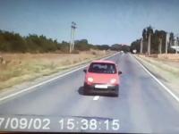 Șofer, decedat pe loc după ce a intrat într-un TIR. VIDEO
