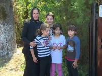 O mamă şi cinci fete minore din Gorj au nevoie de ajutor. Au rămas fără acoperiş deasupra capului
