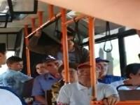 Bătrâni la un pas să fie luaţi la bătaie de un adolescent, pentru că au închis geamul în autobuz. VIDEO