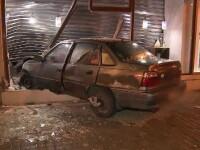 Un şofer a intrat cu maşina în vitrina unei bijuterii, în Arad