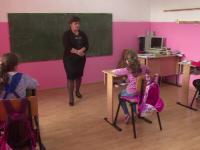 Școala din România în care învață doar 3 elevi. Clădirea are și sală de sport