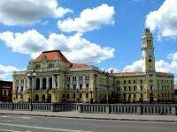 Informații de interes în maghiară și plăcuțe bilingve, în Oradea