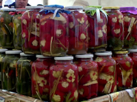 Soluţia micilor producători de legume pentru a nu îşi mai vinde recolta pe nimic. Cât de profitabilă este