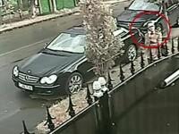 Poliția în alertă. O femeie a păcălit o bătrână de 92 de ani și a lăsat-o fără economii