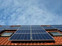 Românii pot introduce energie verde în rețea și vor fi scutiți de facturi. Câți bani dă statul