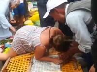 O turistă britanică a atacat un comerciant din Maroc pentru a elibera un pui. Ce a urmat