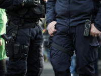 Anchetă la Jandarmeria Caracal, după ce 3 jandarmi și-au făcut un selfie cu 2 evadați