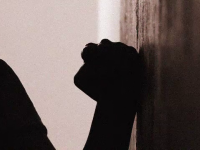 FEMEIA CA O PRADĂ! Cum au ajuns poliţia şi operatorii 112 complicii violenţei domestice