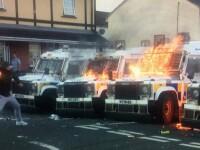 Poliţişti ce dezamorsau o bombă, atacaţi cu cocktailuri Molotov în Irlanda de Nord. VIDEO