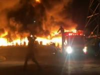 Incendiu de mari proporții într-un orășel mexican. Un depozit de cauciucuri a luat foc