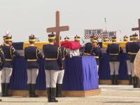 Momente dureroase pe Otopeni. Cei doi români morţi în Afganistan, aduşi acasă