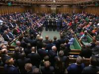 Scene dramatice în parlamentul britanic. Momentul în care se cântă