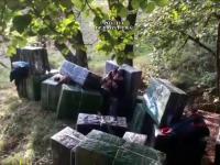 Traficanți de țigări, încolțiți de agenți în Negreşti Oaș. Cât valoreză marfa abandonată