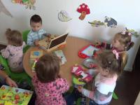 Creșe moderne, în satele din România. Cum au reacționat copiii când au văzut jucăriile