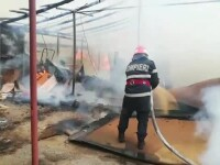 Incendiu la o fabrică de mobilă, în Pitești. Au intervenit toţi pompierii disponibili
