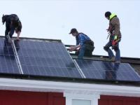 Firmele ar putea să-și pună panouri fotovoltaice cu sprijin de la stat. Investiții în energia verde