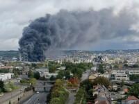 Incendiu uriaș la o uzină chimică în Franţa. Școli şi grădiniţe închise. Imagini apocaliptice