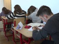 Numărul tinerilor care pleacă în străinătate la studii, în creștere. Principala destinație