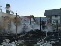 Casa unei familii din Dâmbovița a fost distrusă de flăcări în doar 10 minute