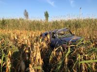 Doi bărbaţi au fost găsiţi decedaţi într-un autoturism răsturnat pe câmp, în Vrancea
