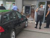 FOTO. Tânăr strivit de BMW în timp ce scotea bani de la bancomat. Șoferița a încurcat pedalele