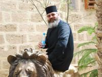 Preotul care recomanda gargară cu apă şi ţuică pentru a preveni Covid-19, diagnosticat pozitiv