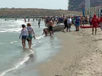 Ploaia nu i-a speriat pe turiștii de pe litoral. Plajele au fost pline sâmbătă