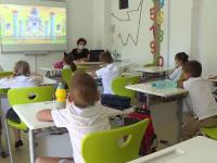 Elevii din peste 2.000 de școli vor învăța alternativ. 101 unități vor fi închise