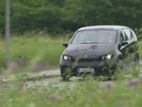 A apărut mașina electrică pe care nu trebuie să o bagi în priză. Cum se încarcă singură