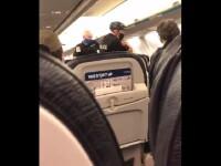 Momentul în care o familie e scoasă cu forța din avion, deoarece copilul de 3 ani nu purta mască