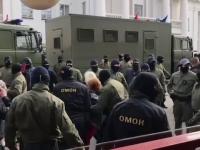 Zeci de mii de persoane protestează în Belarus. 250 de oameni au fost arestați