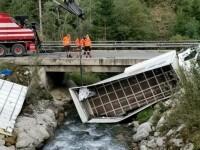 A strănutat și a căzut cu camionul în pârâu. Accident bizar produs de un român în Austria